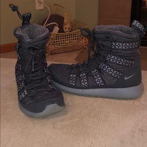 nike roshe boot womens